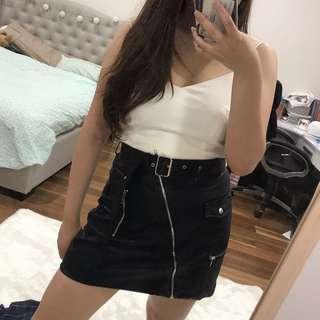 Leather skirt zip detailing