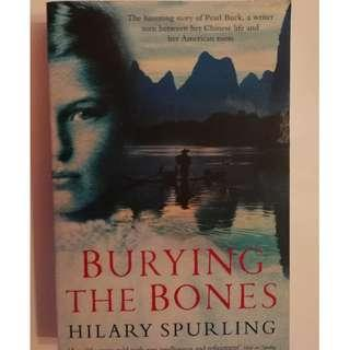 🚚 BURYING THE BONES (HILARY SPURLING)