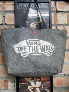 Vans of the wall tote bang