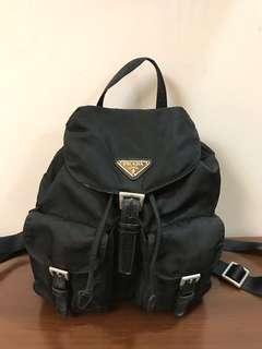 🚚 二手正品 PRADA 黑色+皮雙口袋後背包