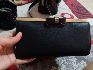 Dompet Hitam Charles and Keith