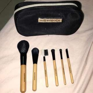 Nutrimetics Brush set of five with makeup bag - BRAND NEW!!