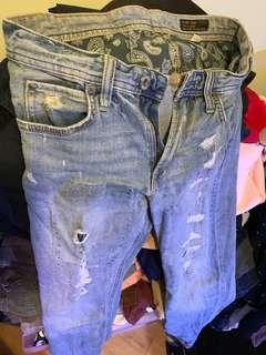 Men blue ripped jeans 牛仔褲