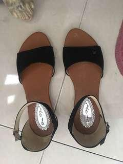 Sepatu Wanita+Lipbalm Emina