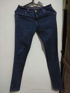 Skinny Jeans warna biru gelap