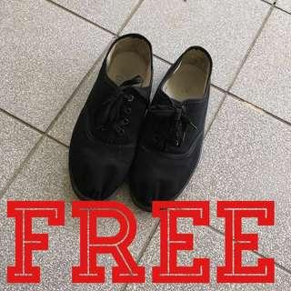Free‼️black canvas shoes giveaway