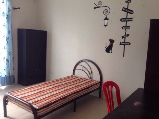 Find room for rent homestay for rent mahkota garden medium room