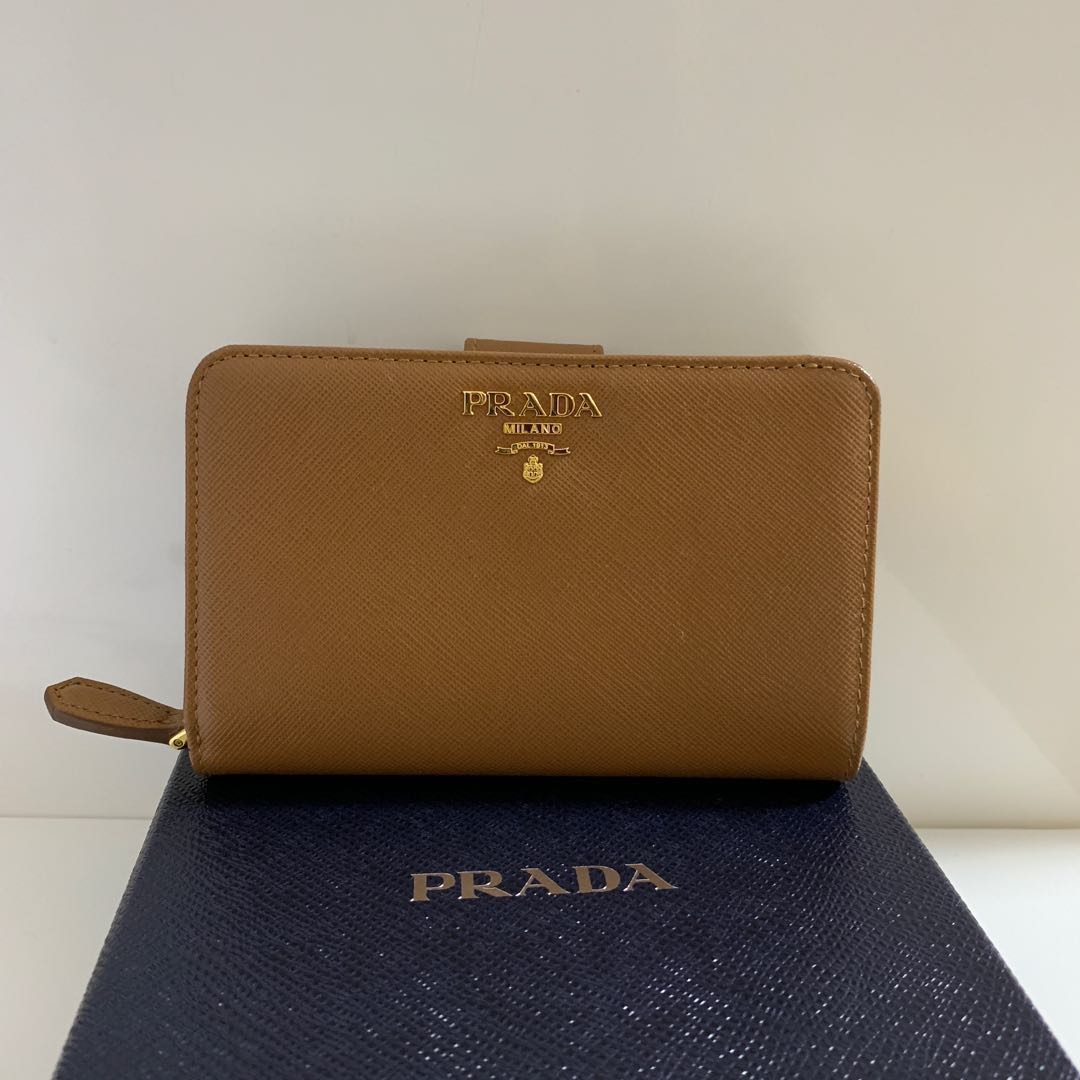 ac8338841a26a Prada Medium Saffiano Leather Wallet, Women's Fashion, Bags ...