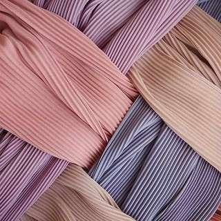 Semi-pleated shawl