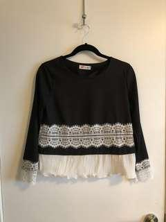 Blouse with lace and pleats