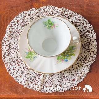A fine vintage ecru crochet doily, tea tray doily, dresser doily