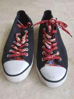 North Star sneakers in size 37