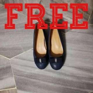 Free‼️Navy Blue heeled wedge flats size 37 🤔#singles1111 #sbux50