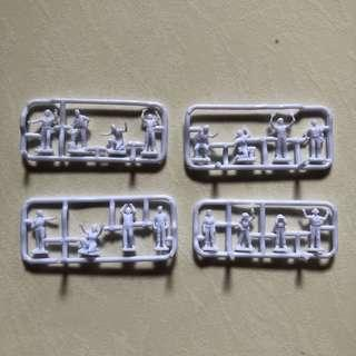 Kit -  Set of 16 Human Figurines 1/72 scale can be used as mechanics, air control personnels , engineers , technician , airbase control personnels , hanger etc , esp for Gundam & Macross Diorama display (brand new)
