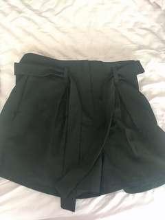 Boohoo Black shorts