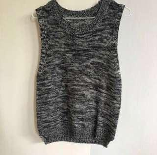 🚚 Grey Grainy Sleveless Knitted Top
