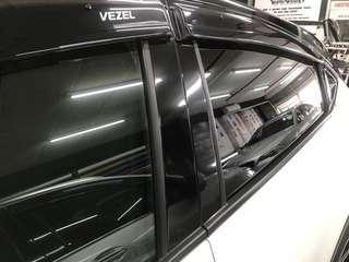 Honda Vezel pillar glossy black wrap