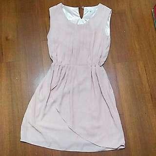 🚚 韓製粉色剪裁修身背心洋裝