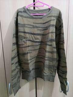 Camo pullover (size refer to photo)