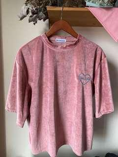 Velvet pink crew neck boxy top w embroidery patch