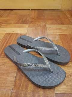 Ipanema Dark Gray Glitter Flip Flop