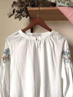 Bohemian embroidery white blouse