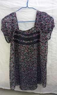 女裝上衣碎花   細褶…鬆身…新淨少著  牌子Veeko  34碼  13元~藍田地鐵站交收着