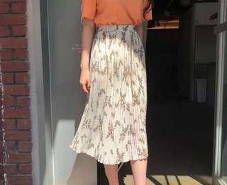 🌷(IN STOCK) Erewine Floral Printed Pleated Skirt Cream