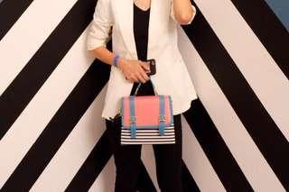 Tas garis garis hitam putih biru pink