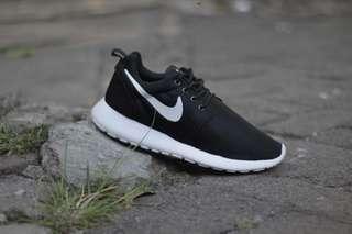 Nike Roshe One Black | Sepatu Cowok Murah | Sepatu Hitam