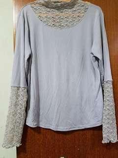 淺灰蓝Lace 花袖領打底上衣