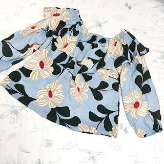 台灣全新淡藍色花上衣 / Light blue flowery blouse