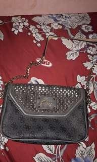 (Reprice) Guess sling bag
