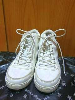 🚚 (二手)23.5號 白色內增高高筒鞋