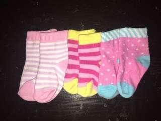 PRE-LOVED ENFANT 0-3mos SOCKS 3PAIRS