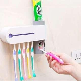🚚 UV Light Family Toothbrush Sterilizer
