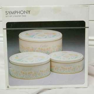 Vintage cake tin set
