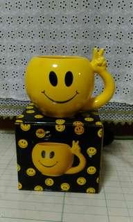 Smiley face Mug with peace sign