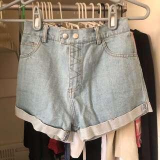 淺藍色雙排扣高腰反折牛仔短褲 鬆緊腰S號