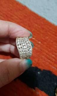 18k gold and diamond ring from Meyson