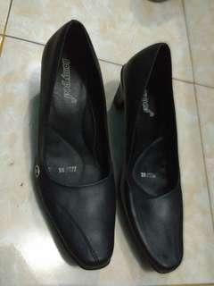 Sepatu kantor homyped