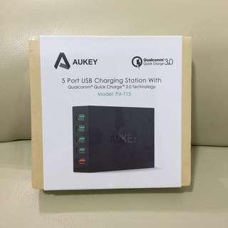 BNIB Aukey PA-T15 5 Port USB Charging Station with QC 3.0