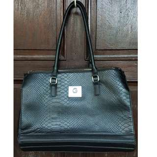 3f655e530559 Guess Black Bag (from the US)