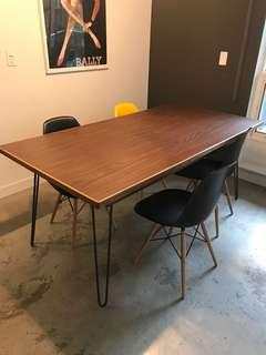 Modern and sleek dinning table - 1 year use