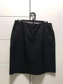 🚚 Black G2000 skirt sizes 34 and 36