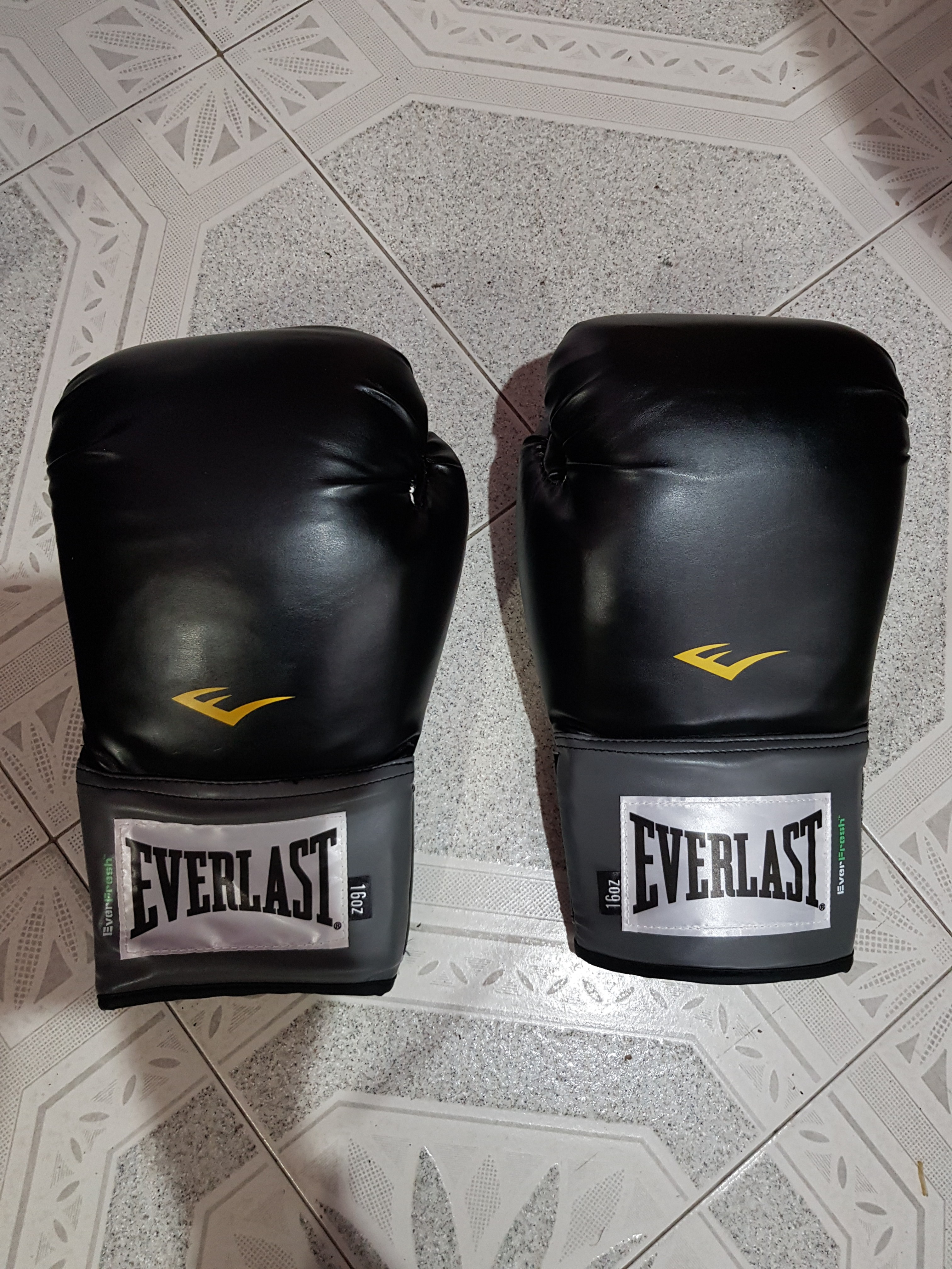 af7a7b5aa Everlast Pro Style Training Gloves 16oz
