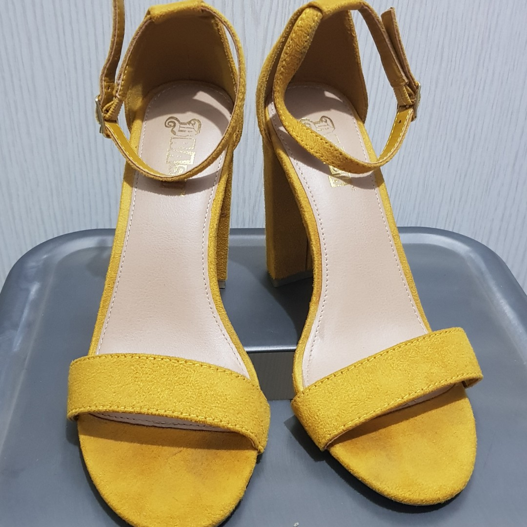 8bbc1d886bfcc Payless yellow sandals with heels
