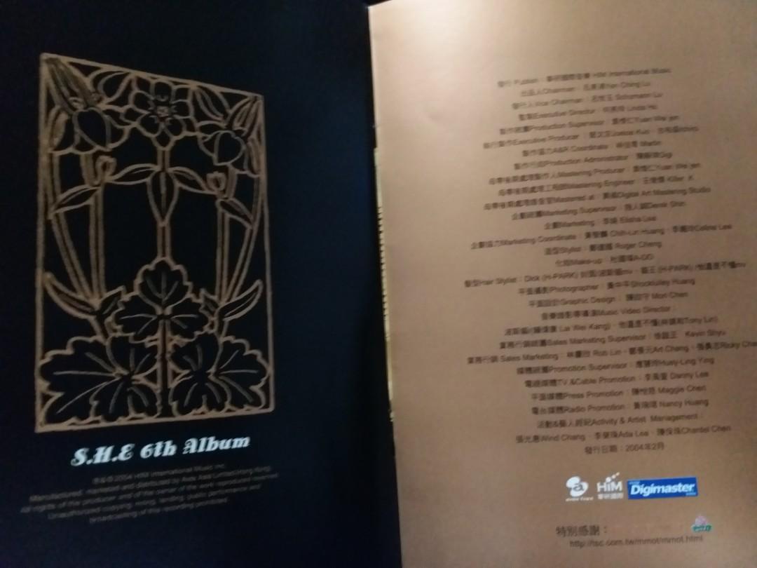 ❤❤S.H.E(Selina,Hebe,ELLA) 奇幻旅程S.H.E.6th Album CD+VCD北海道之旅花絮❤2004年作品,市面絕跡。好歌包括超人氣歌曲波斯貓,十面埋伏,找不到,五天四夜,安全感一起開始的旅程,榮羅記。Only lonely。Never Mind等等❤❤市面絕跡。💝💝粉絲們值得收藏,適合屋企商店,休閒,汽車音響收聽。💝💝
