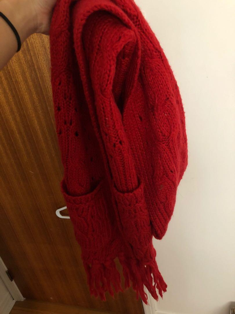 Wool scarf with pockets