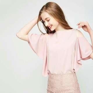 Online Sale: P300 only !!!  💋Cold Shoulder Top 💫Cotton type cloth  💫Cold shoulder  💫Trumpet sleeves  💫Free size fits up to semi L 💫4 colors  💫Nice quality